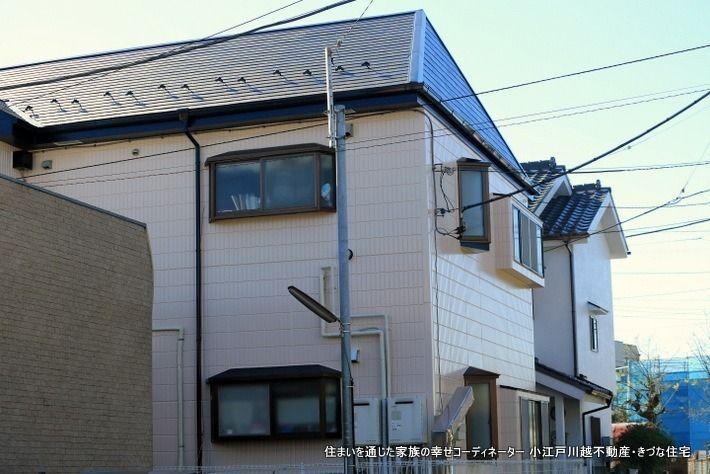 出窓が多い2LDKの全て角部屋の「振分間取り」のアパートです。