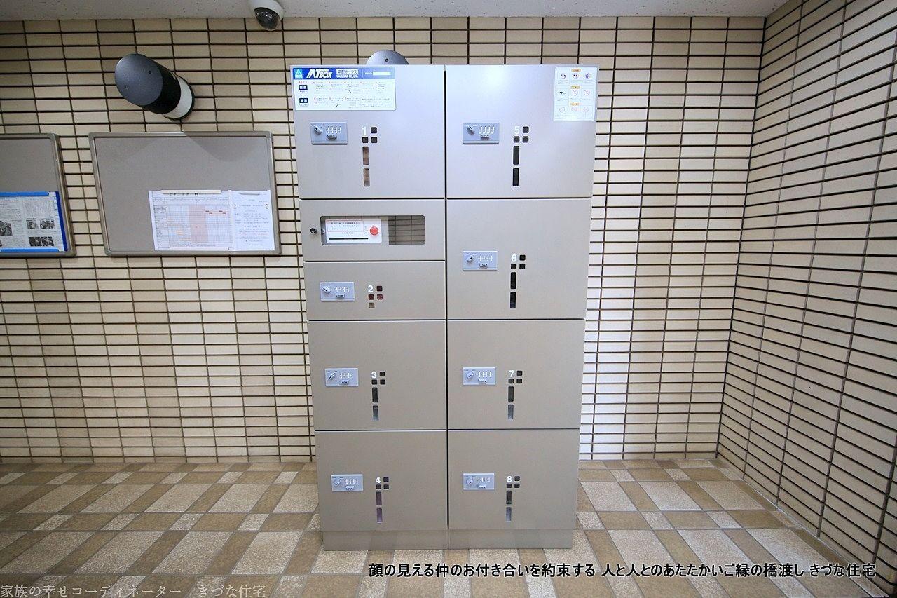 朝日プラザ上福岡に新設された宅配ボックス 8軒分受け取れます。