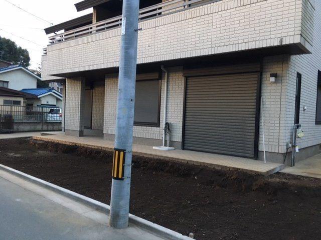 電柱は敷地の東端に移動させます。